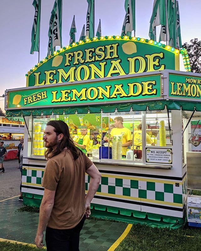 @iangfleming: professional lemonader and international man of mystery 🍋🥰