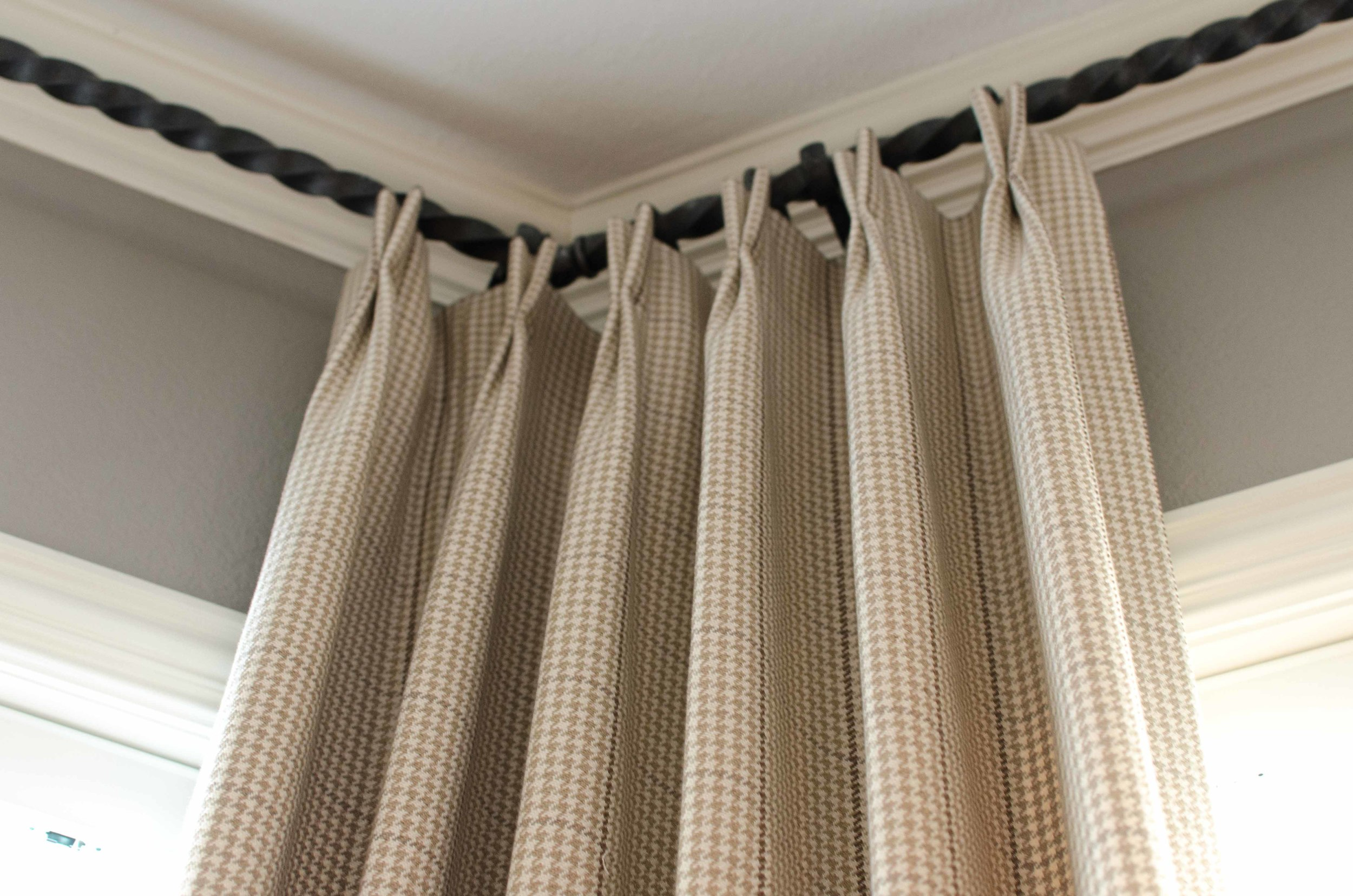 Twisted metal curtain rod