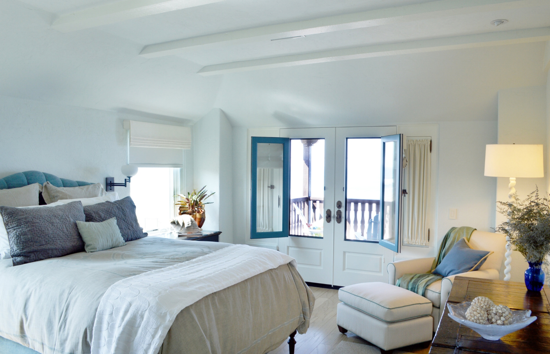 bedroom, eclectic, traveled bedroom, dunn edwards, antiques, design, interior design, collectibles, pottery barn bedding, beach house, restoration hardware