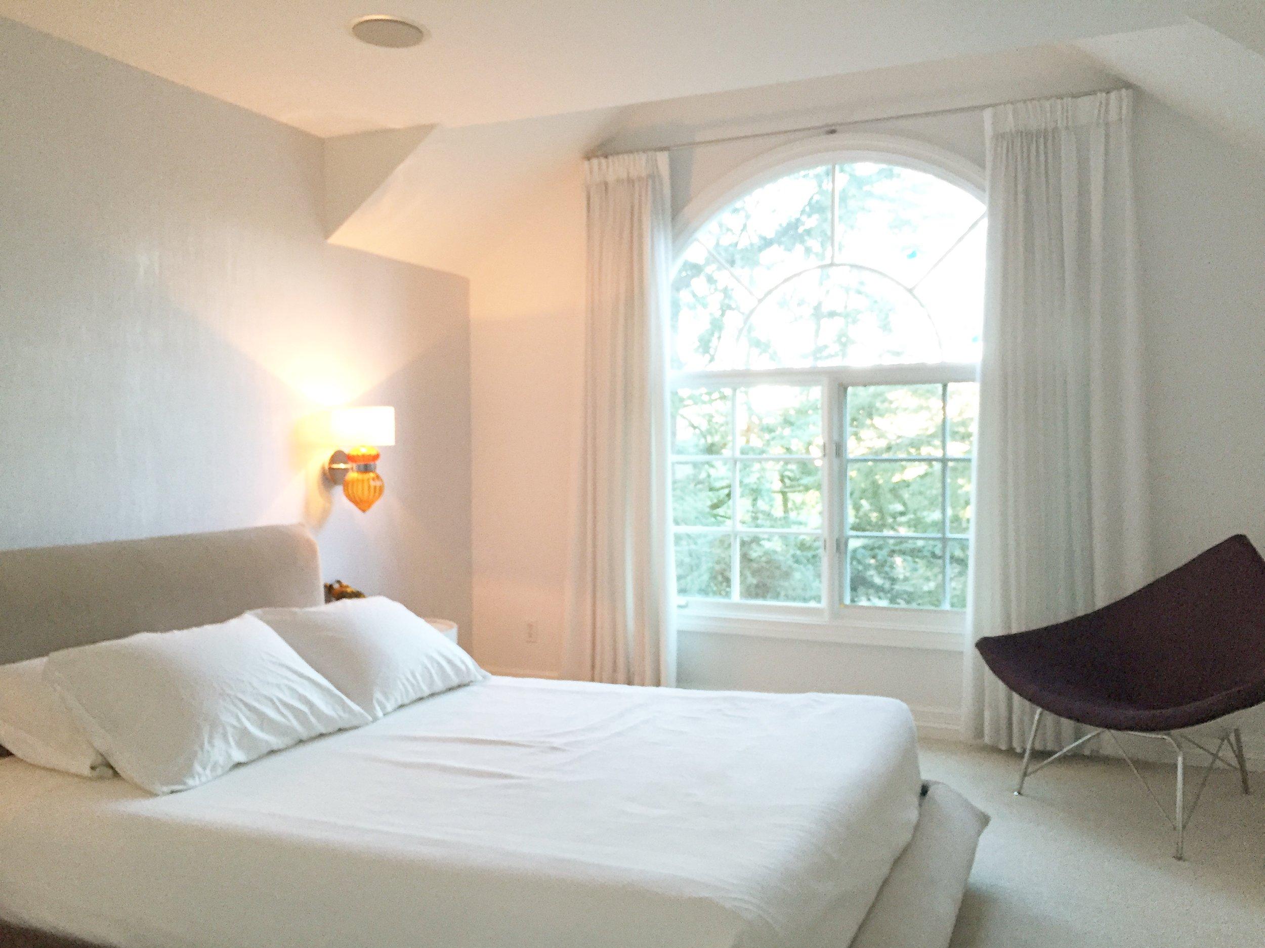 bedroom, dunn edwards, design, interior design, collectibles, pottery barn bedding, midcentury, modern, white