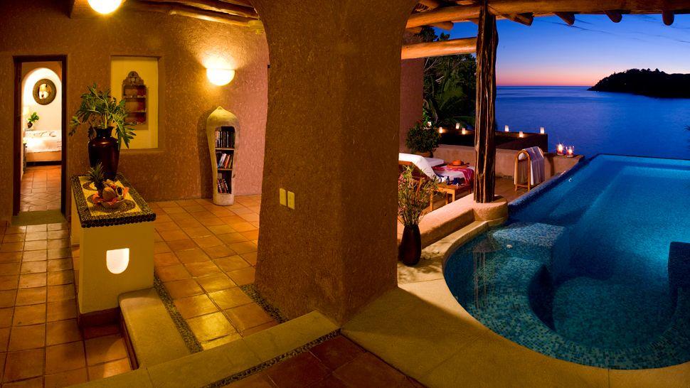000023-13-pool-suite-19-panoramic-terrace.jpg