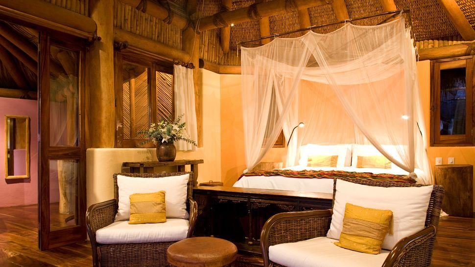 004883-02-bedroom-canopy-bed.jpg