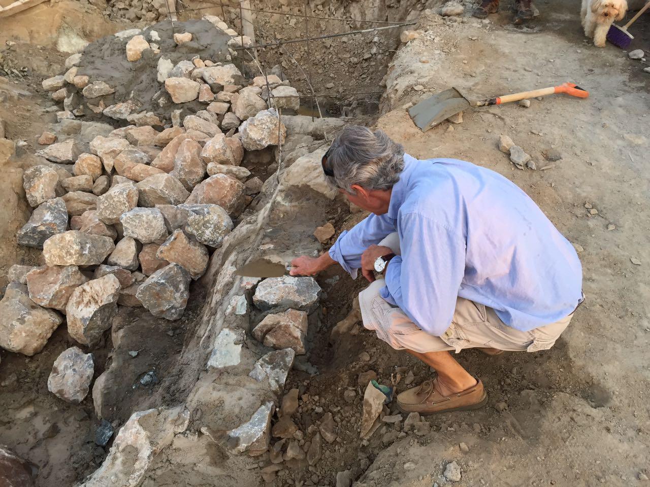 Propietarios de Zaha colocando su primera piedra.