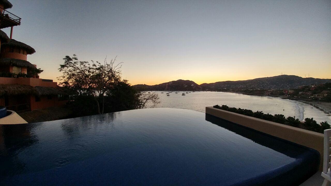Nuestra hermosa vista a la Bahía de Zihuatanejo.