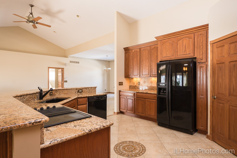 Kitchen interior photograph   for real estate:: Illinois Home Photography by Michael Gowin, Lincoln, IL