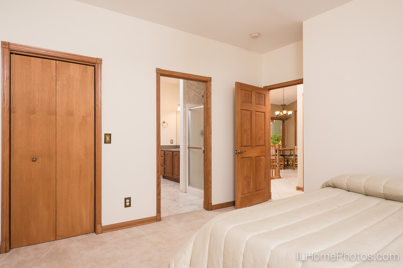 Bedroom interior photograph for real estate :: Illinois Home Photography by Michael Gowin, Lincoln, IL