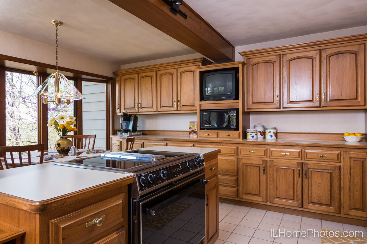 Interior home photograph (kitchen)  for real estate  in East Peoria, IL :: Illinois Home Photography by Michael Gowin, Lincoln, IL