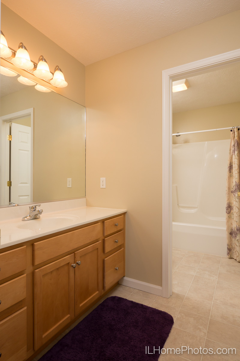 Bathroom interior photograph, Morton, IL :: Illinois Home Photography by Michael Gowin, Lincoln, IL