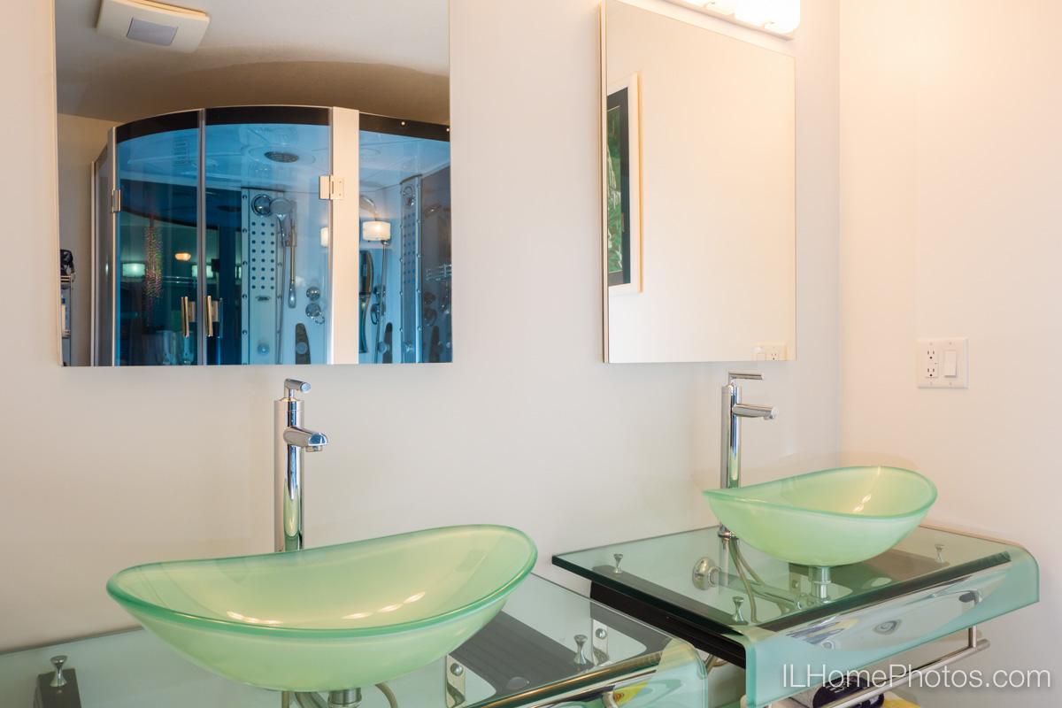 Bathroom interior photograph, Delavan, IL :: Illinois Home Photography by Michael Gowin, Lincoln, IL