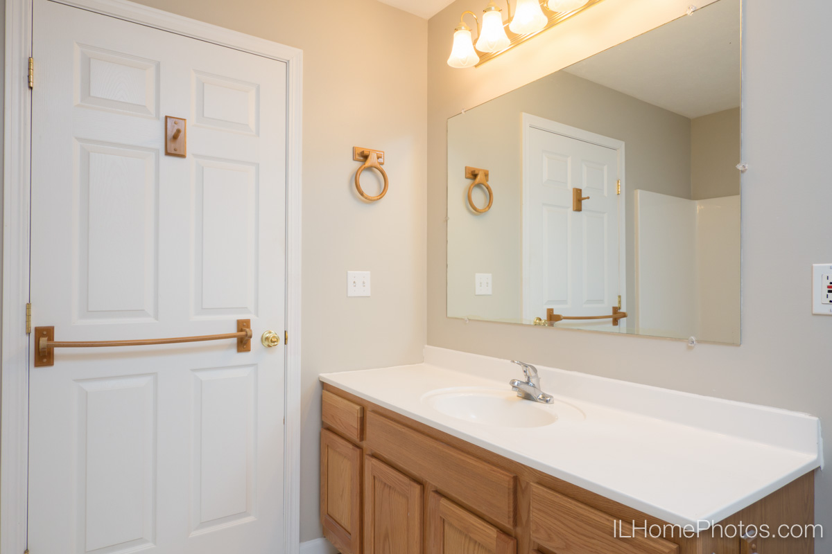 Bathroom interior photograph, Morton IL :: Illinois Home Photography by Michael Gowin, Lincoln, IL