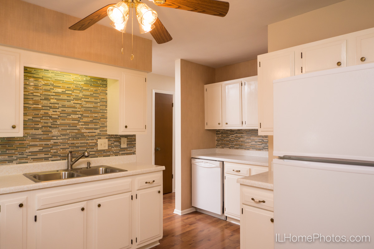 Interior  photograph of kitchen, Delavan, IL :: Illinois Home Photography by Michael Gowin, Lincoln, IL
