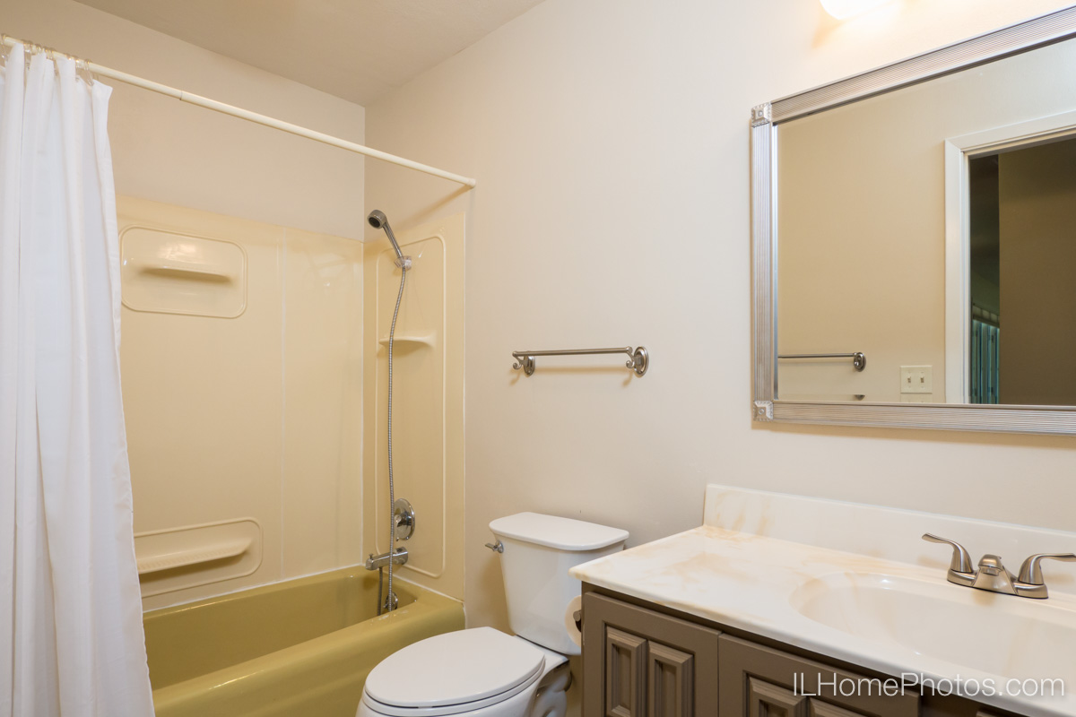 Interior  photograph of bathroom, Delavan, IL :: Illinois Home Photography by Michael Gowin, Lincoln, IL