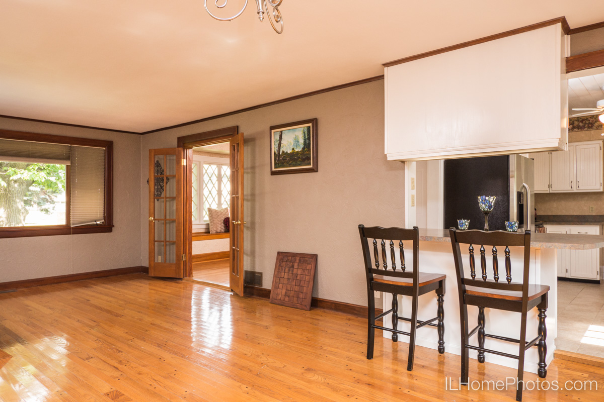 Interior great room photograph for real estate in Peoria, IL :: Illinois Home Photography by Michael Gowin, Lincoln, IL