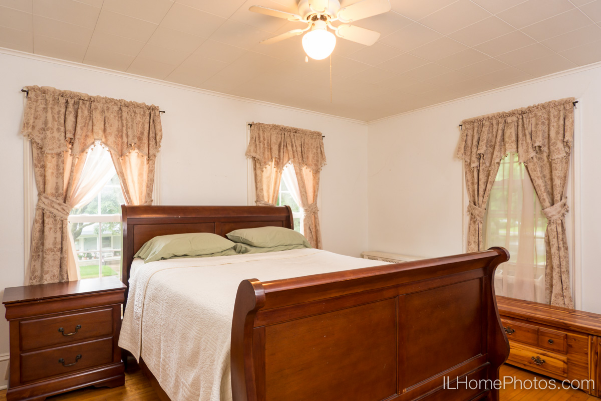 Interior bedroom photograph for real estate in Delavan, IL :: Illinois Home Photography by Michael Gowin, Lincoln, IL