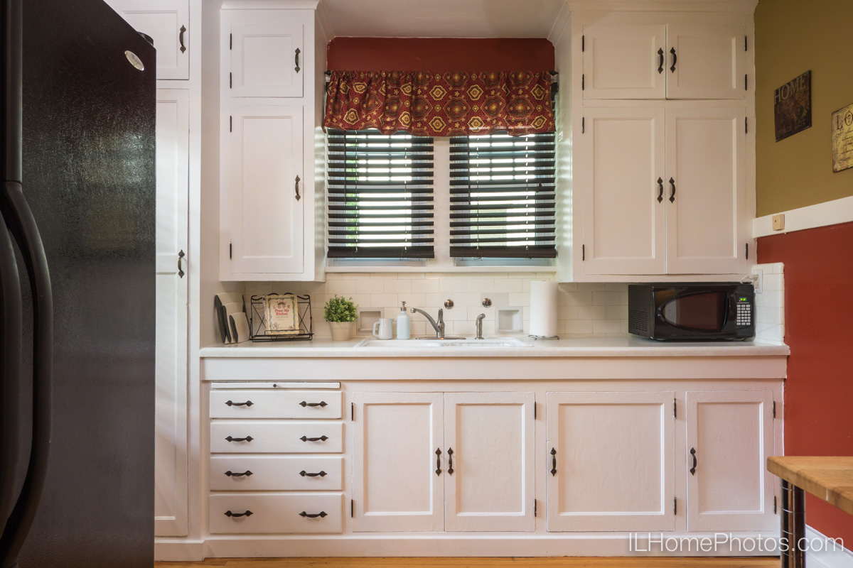 Interior kitchen photograph for real estate in Peoria, IL :: Illinois Home Photography by Michael Gowin, Lincoln, IL
