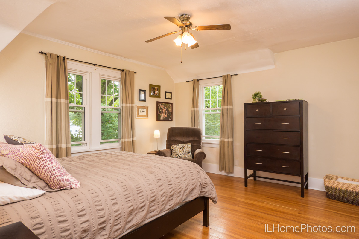 Interior bedroom photograph for real estate in Peoria, IL :: Illinois Home Photography by Michael Gowin, Lincoln, IL