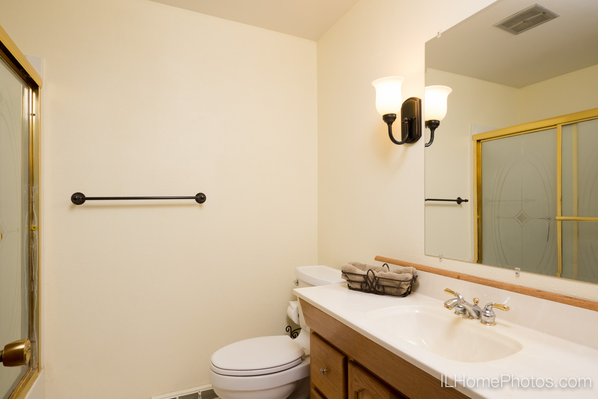 Interior bathroom photograph for real estate in Morton, IL :: Illinois Home Photography by Michael Gowin, Lincoln, IL