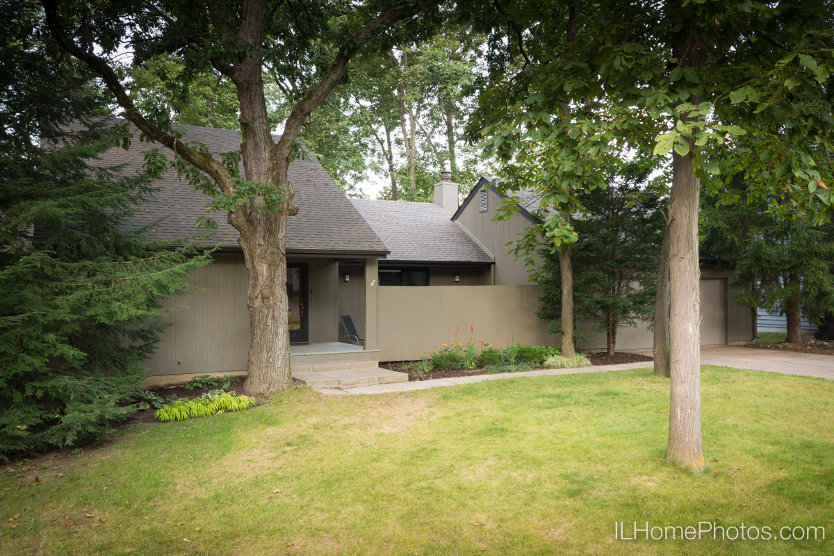 Exterior home photograph for real estate in Peoria, IL :: Illinois Home Photography by Michael Gowin, Lincoln, IL