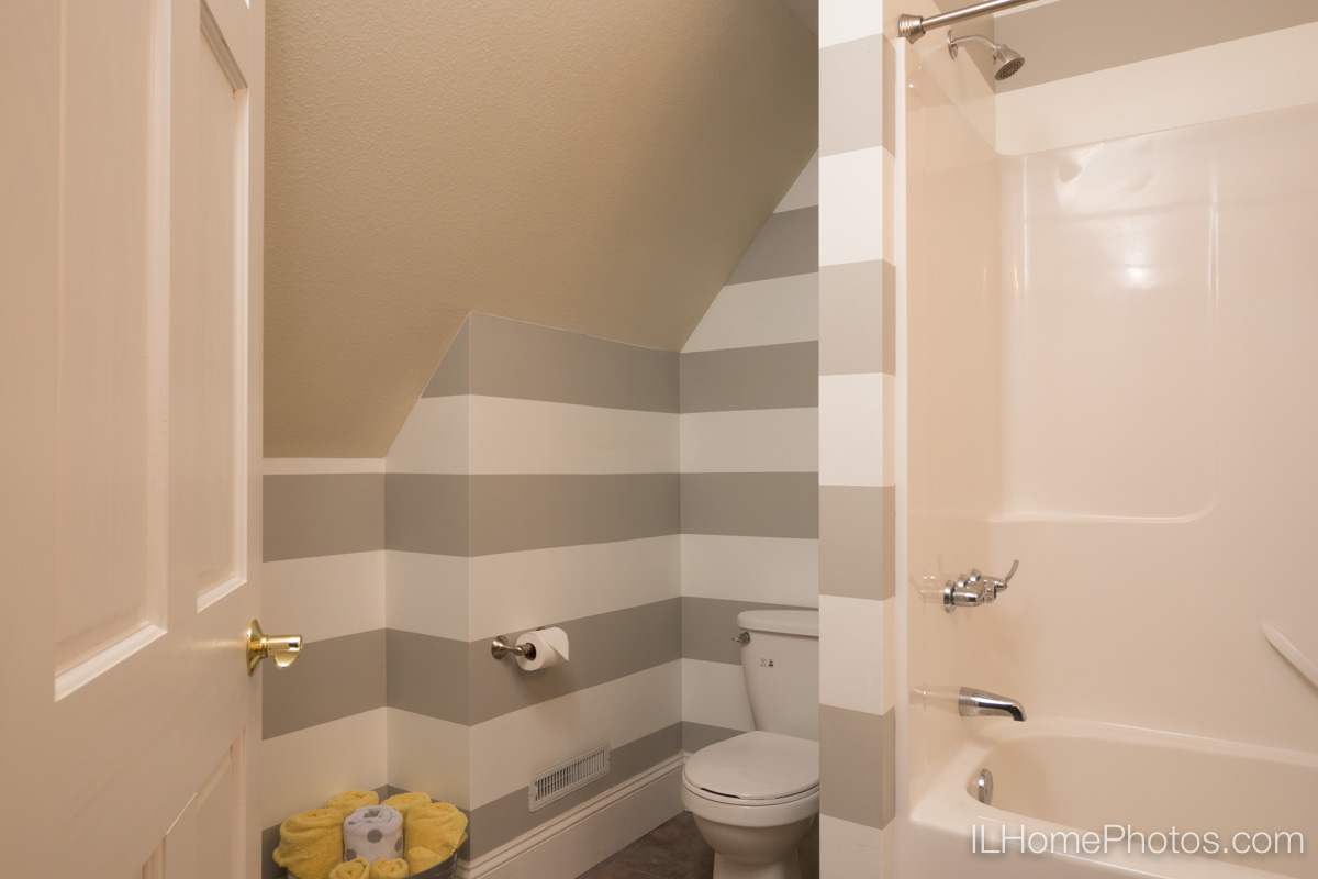 Interior home bathroom photograph for real estate in Delavan, IL :: Illinois Home Photography by Michael Gowin, Lincoln, IL