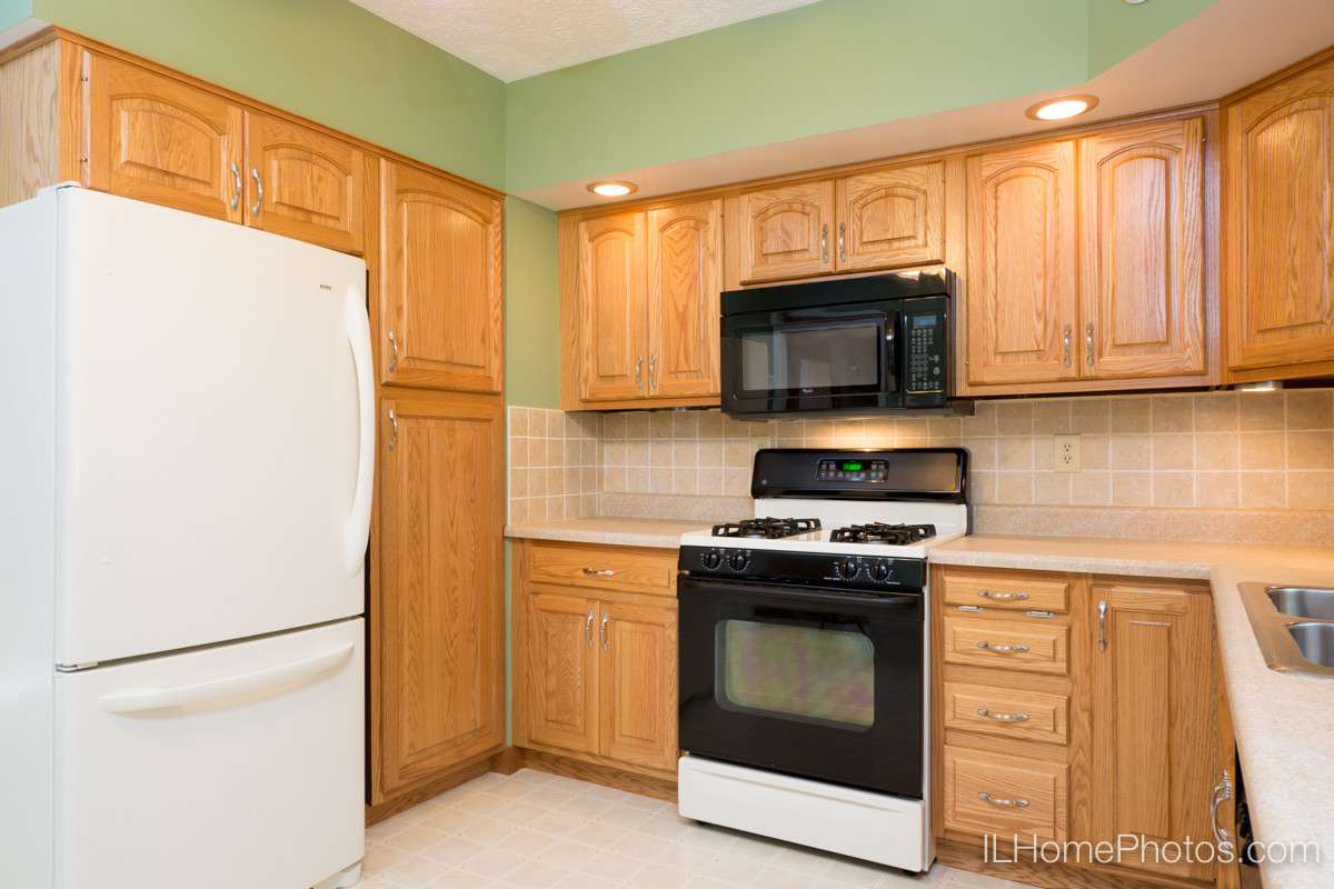Interior kitchen photograph for real estate in Bloomington, IL :: Illinois Home Photography by Michael Gowin, Lincoln, IL