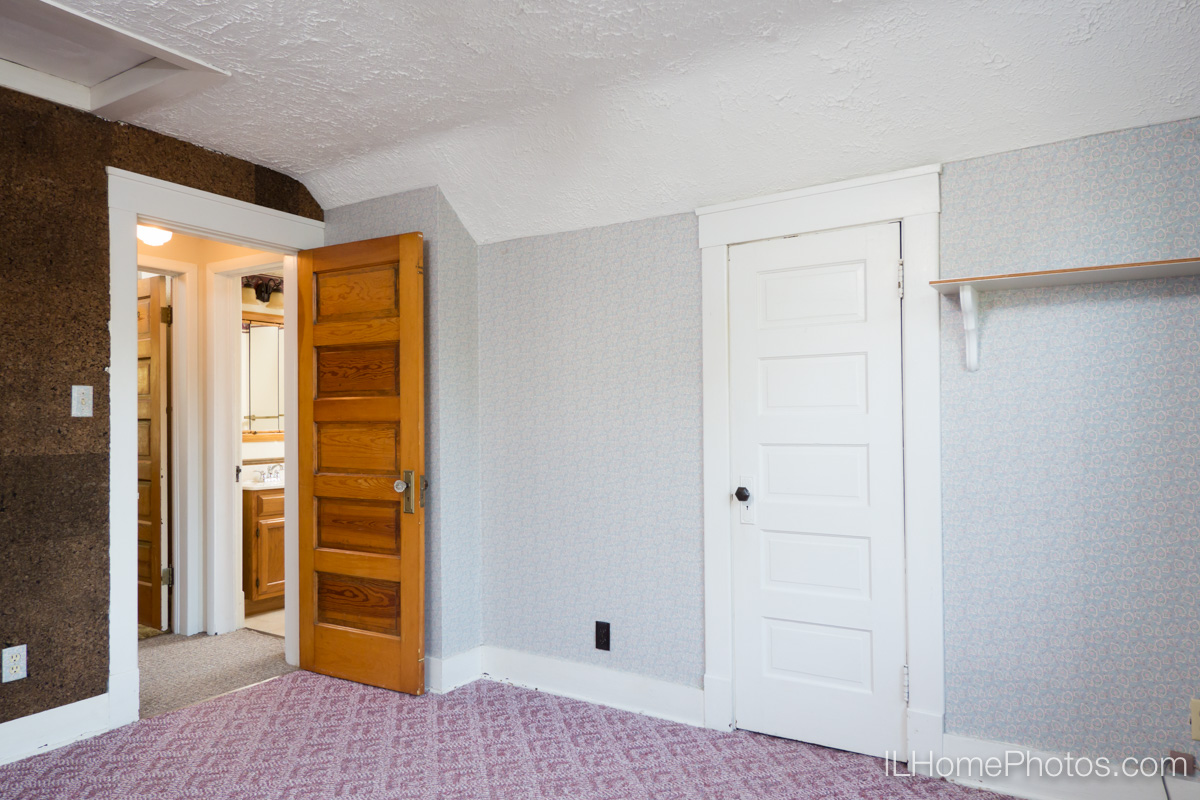 Interior bedroom photograph for real estate in Bloomington, IL :: Illinois Home Photography by Michael Gowin, Lincoln, IL
