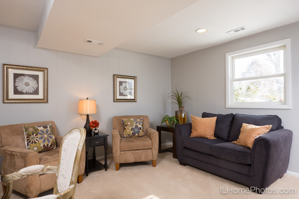 Interior family room photograph for real estate in Peoria, IL :: Illinois Home Photography by Michael Gowin, Lincoln, IL