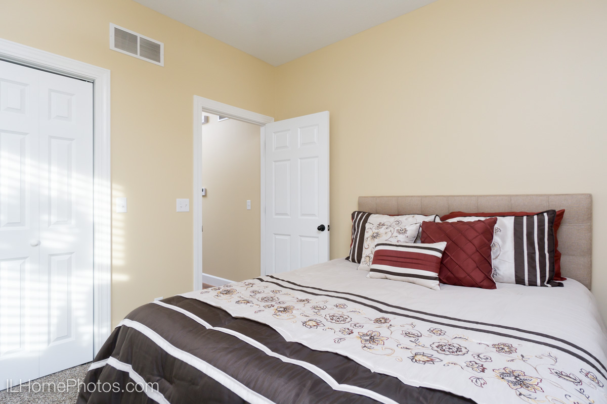 Interior bedroom photograph,Tour of Homes :: Illinois Home Photography by Michael Gowin, Lincoln, IL