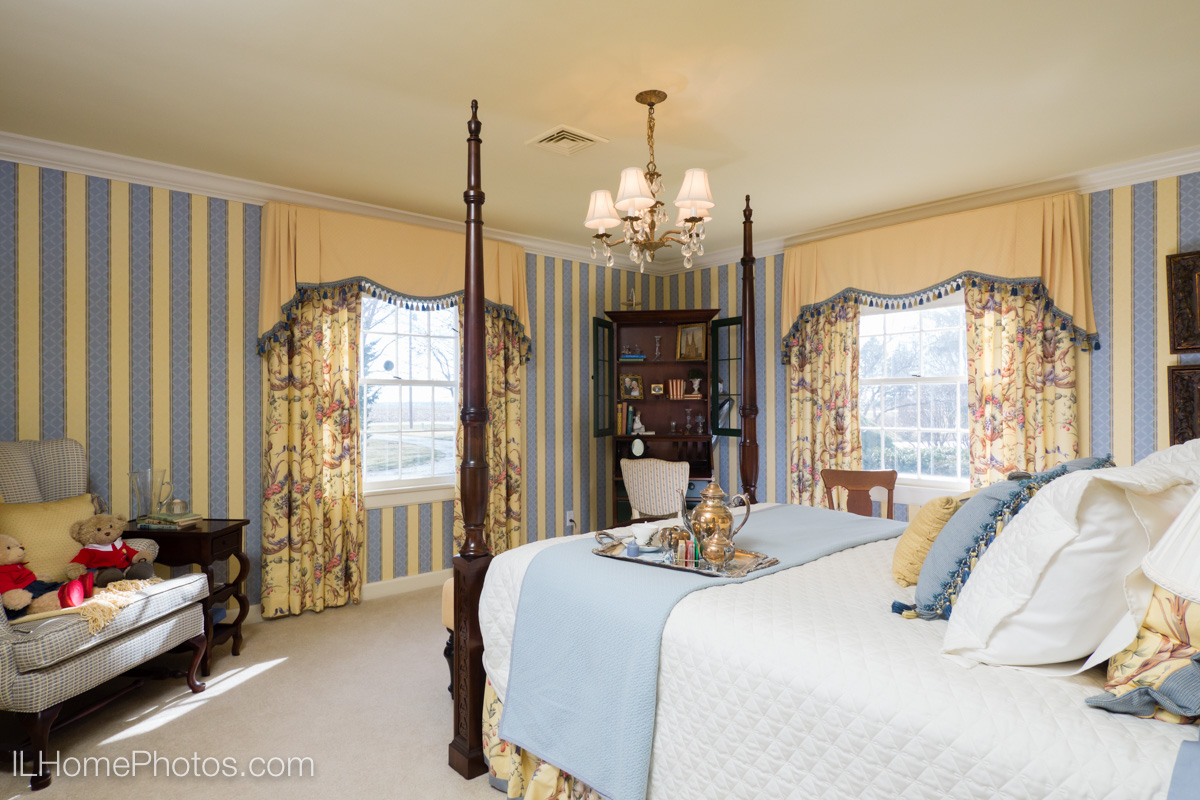 Bedroom interior photograph :: Illinois Home Photography, Michael Gowin, Lincoln, IL