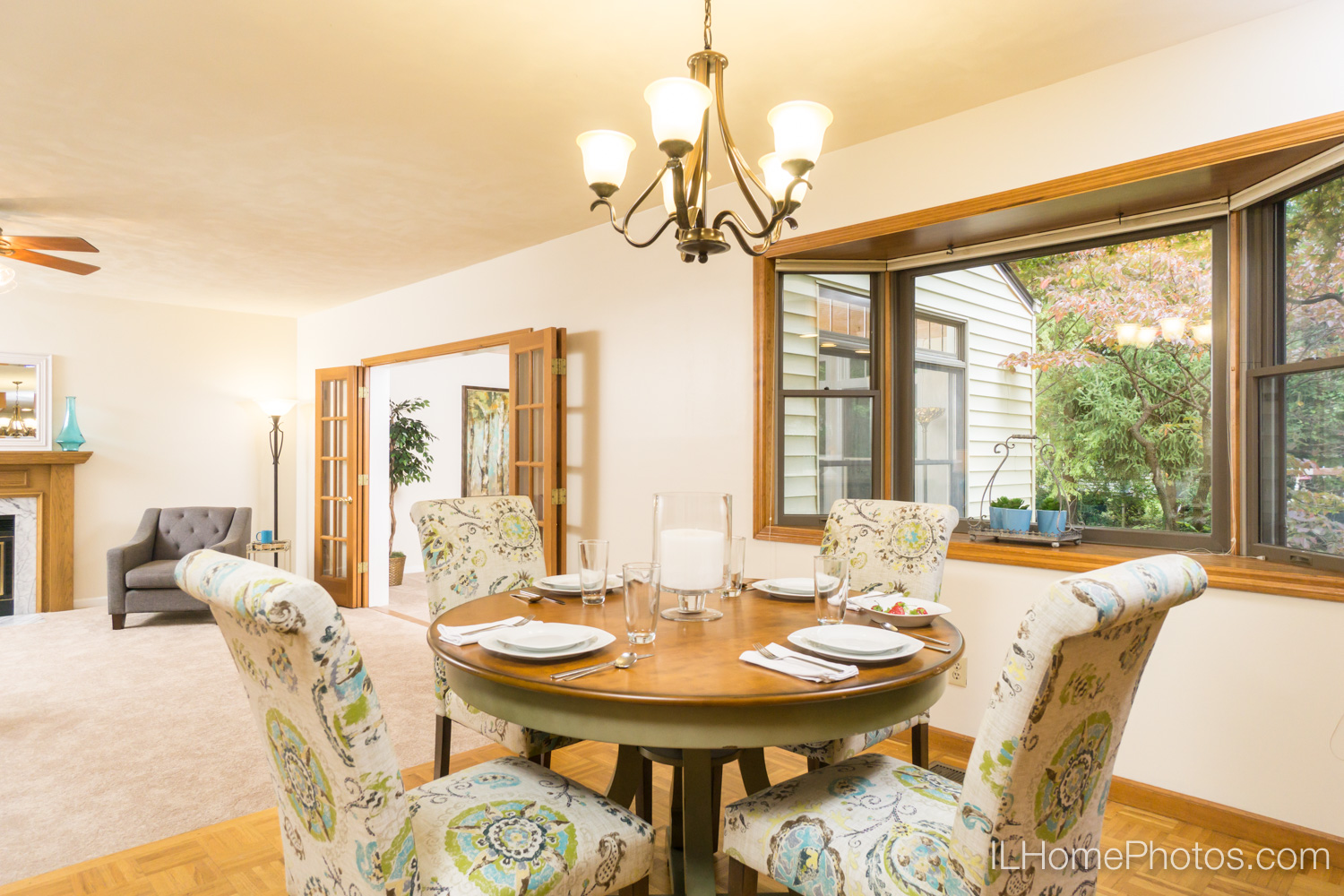 Interior dining area photograph for real estate in Peoria, IL :: Illinois Home Photography by Michael Gowin, Lincoln, IL