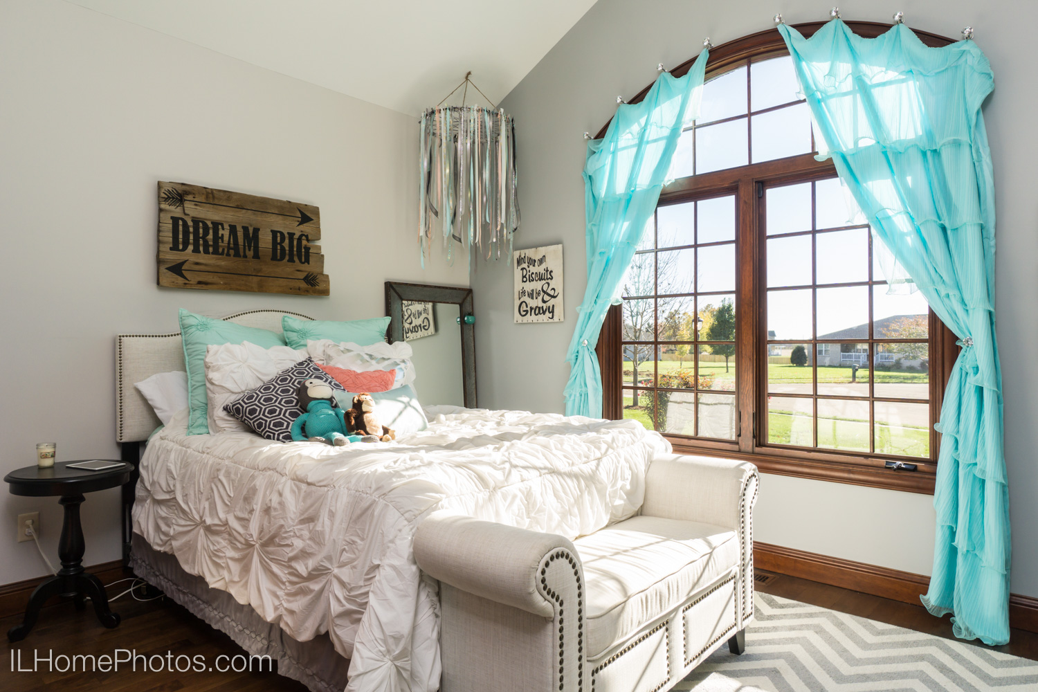After - professional real estate photograph of child's bedroom