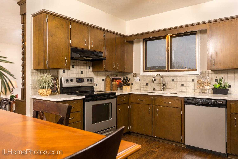 Interior kitchen photograph for real estate in Morton, IL :: Illinois Home Photography by Michael Gowin, Lincoln, IL