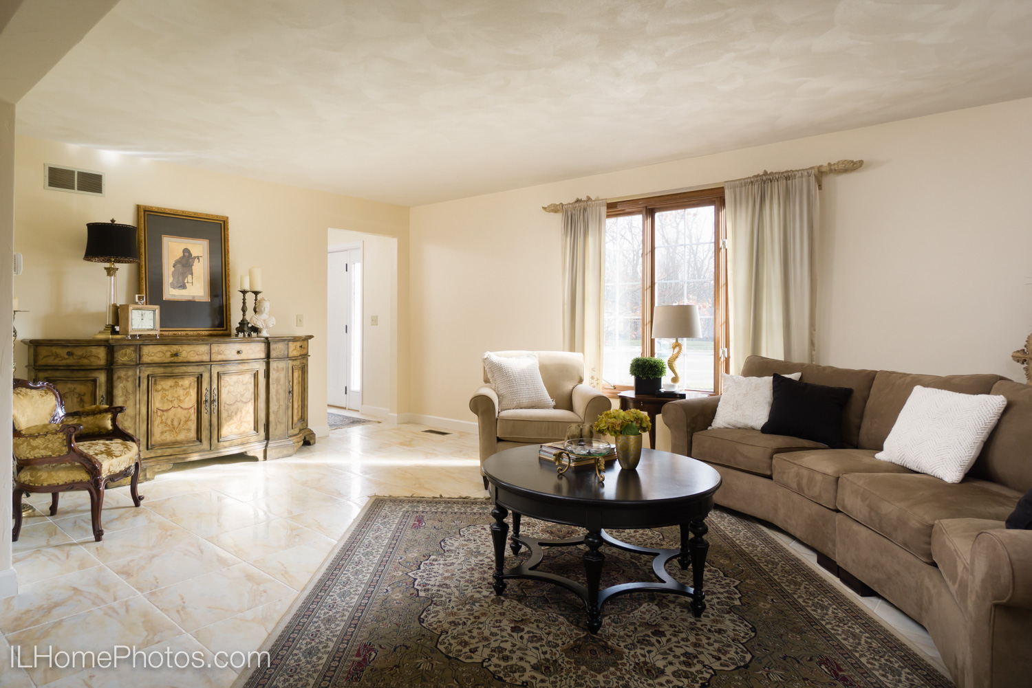 Interior living room photograph for real estate in Dunlap, IL :: Illinois Home Photography by Michael Gowin, Lincoln, IL