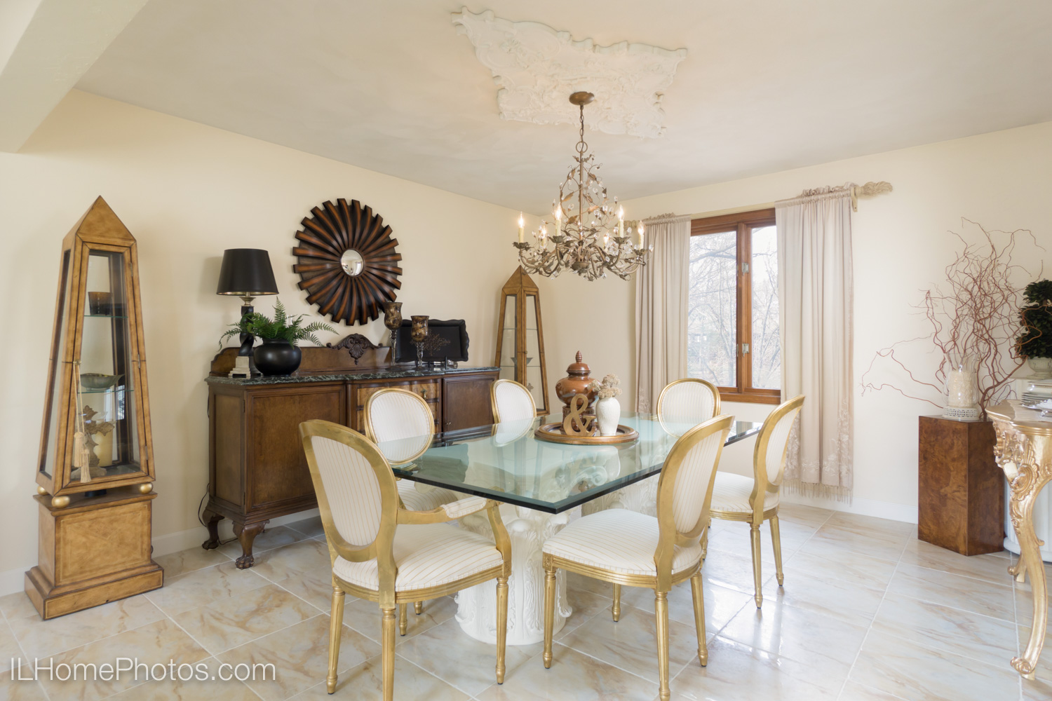 Interior dining room photograph for real estate in Dunlap, IL :: Illinois Home Photography by Michael Gowin, Lincoln, IL