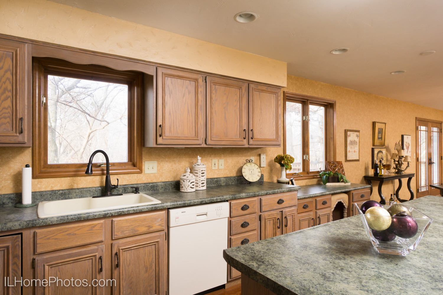 Interior kitchen photograph for real estate in Dunlap, IL :: Illinois Home Photography by Michael Gowin, Lincoln, IL