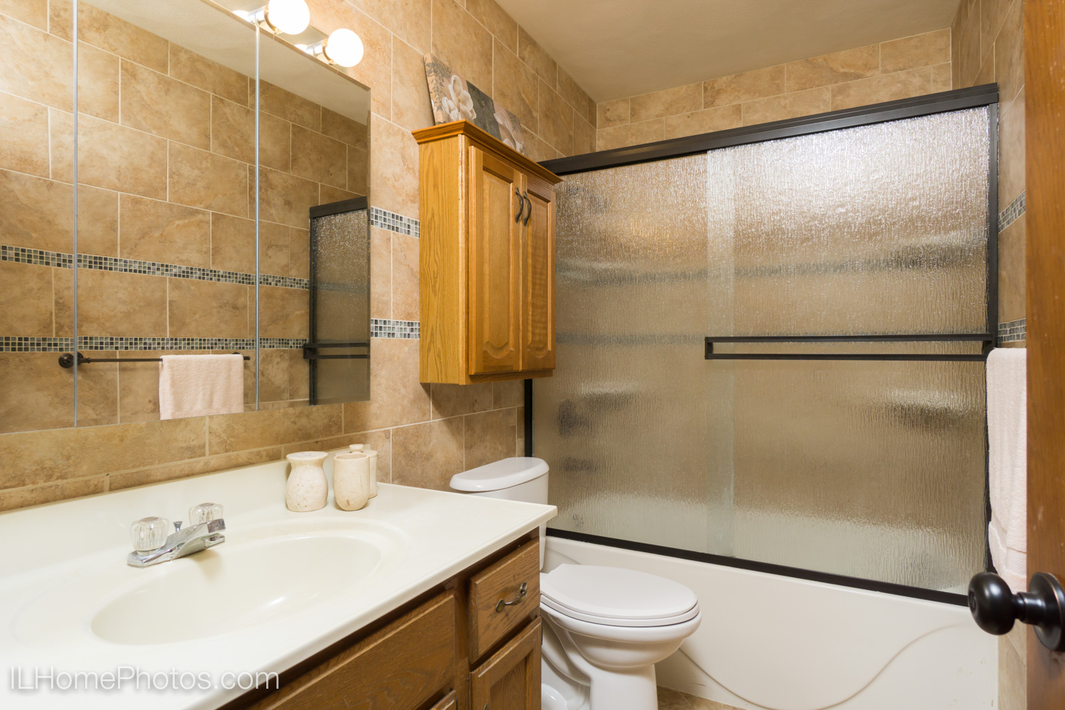 Interior bathroom photograph for real estate in Dunlap, IL :: Illinois Home Photography by Michael Gowin, Lincoln, IL