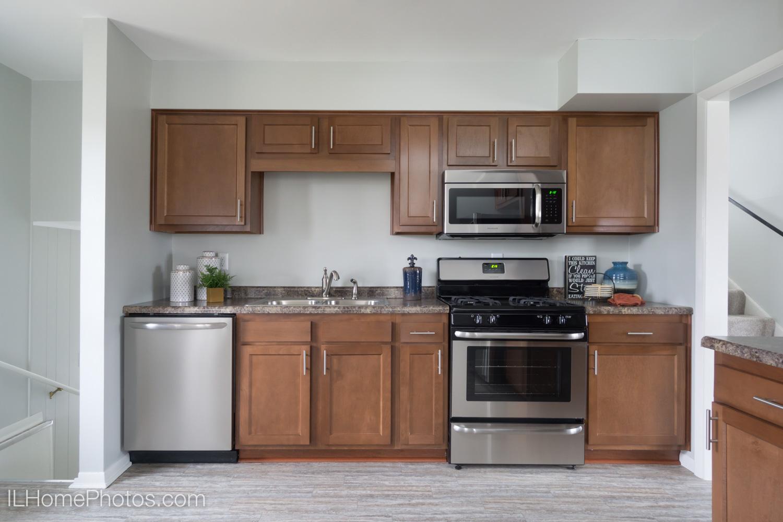 Kitchen home interior photograph ::Illinois Home Photography, Lincoln, IL
