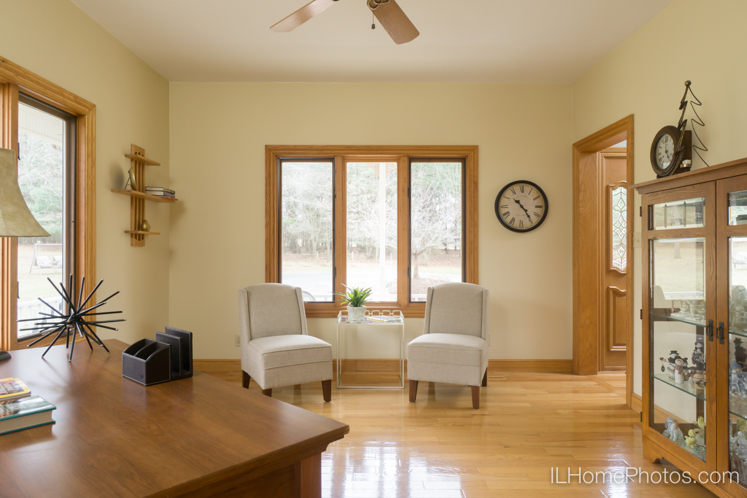 Interior home office photograph for real estate :: Illinois Home Photography by Michael Gowin, Lincoln, IL