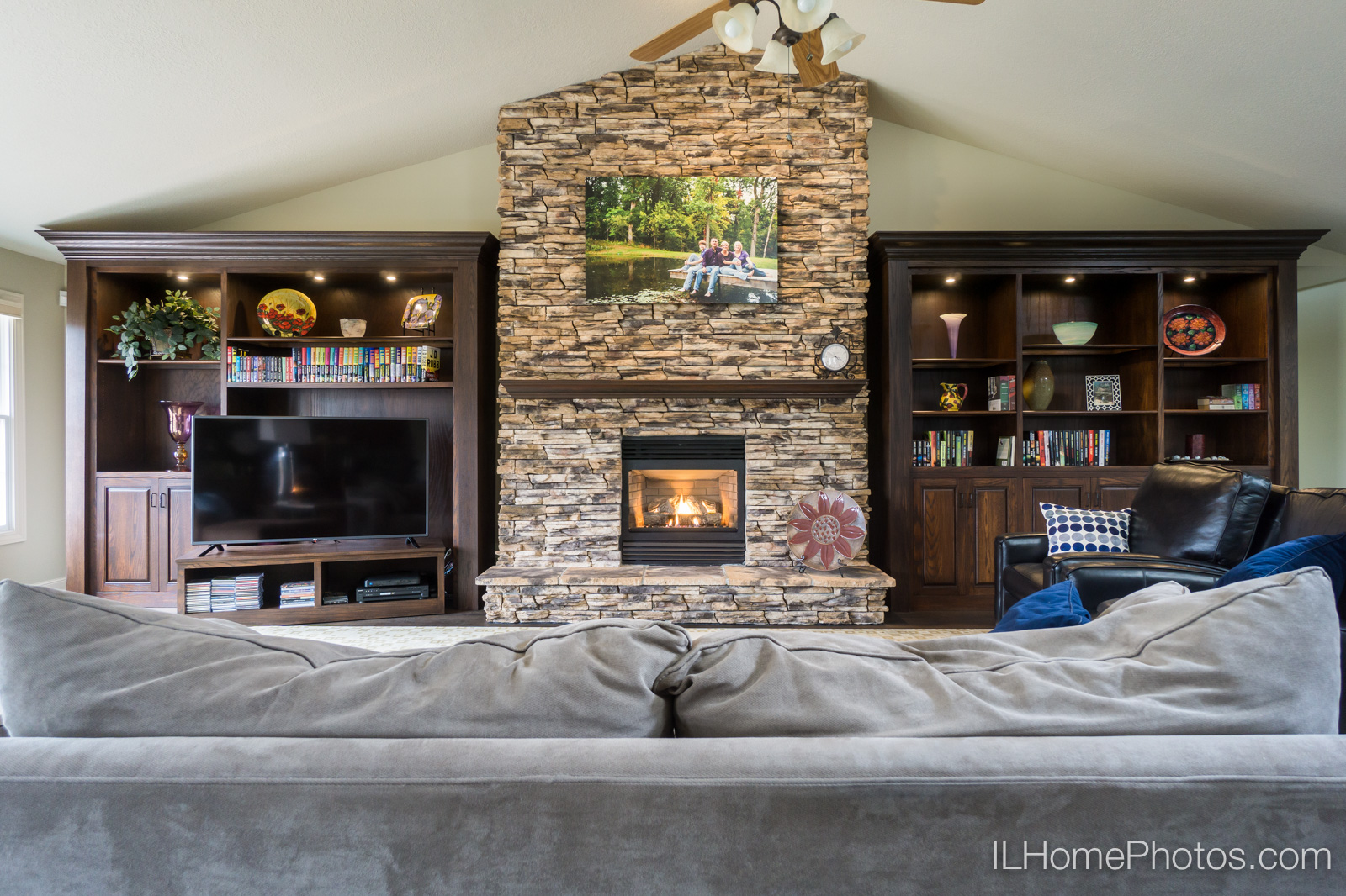 Interior living room photograph for real estate :: Illinois Home Photography by Michael Gowin, Lincoln, IL