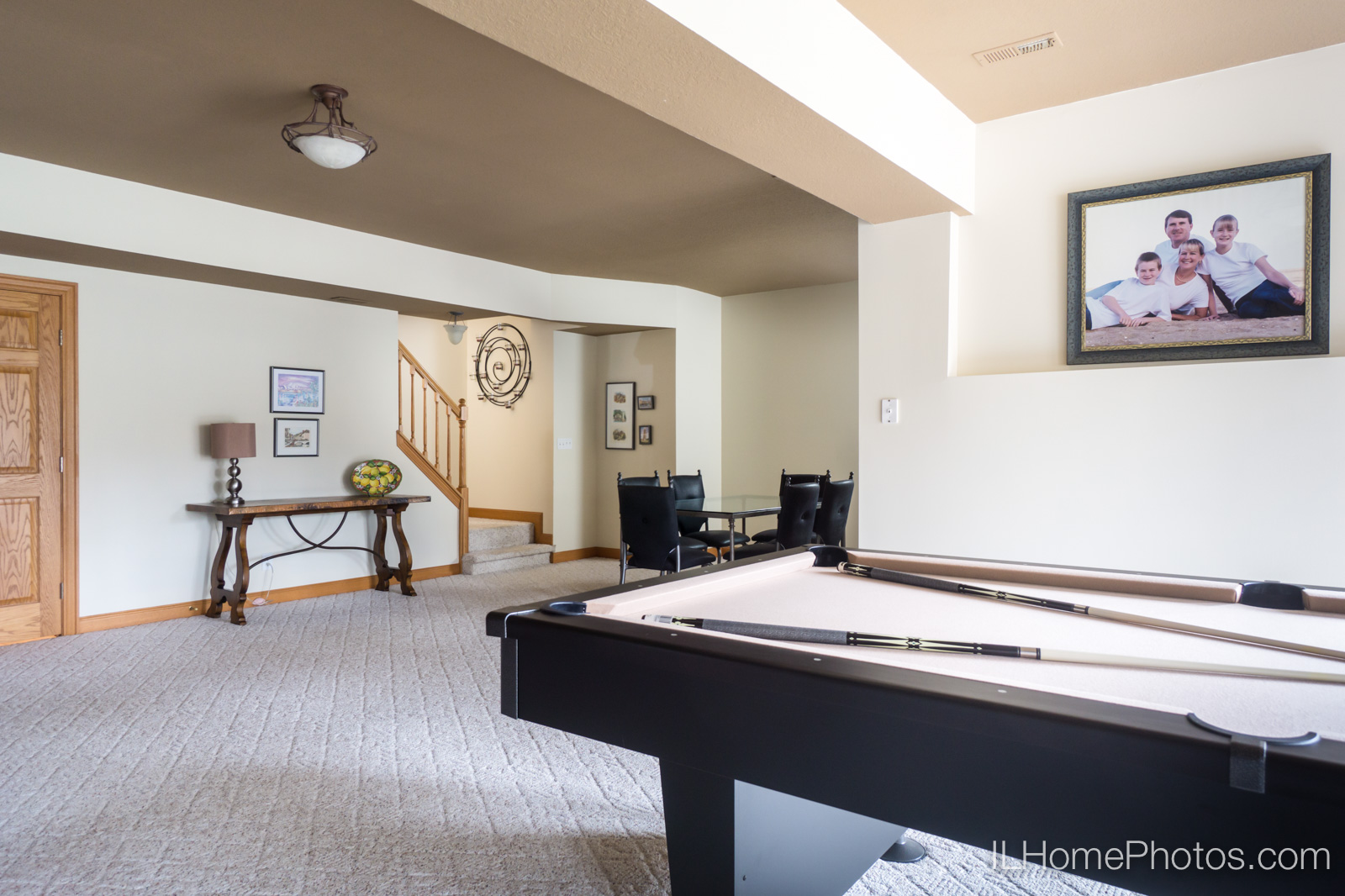 Interior family room photograph for real estate :: Illinois Home Photography by Michael Gowin, Lincoln, IL