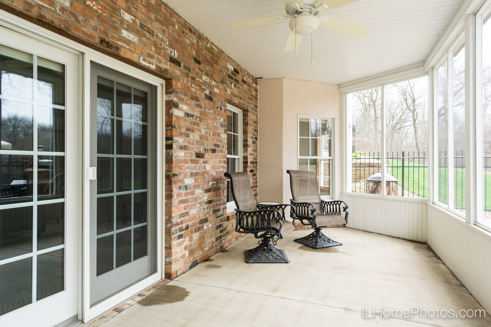 Screened-in porch photograph for real estate :: Illinois Home Photography by Michael Gowin, Lincoln, IL