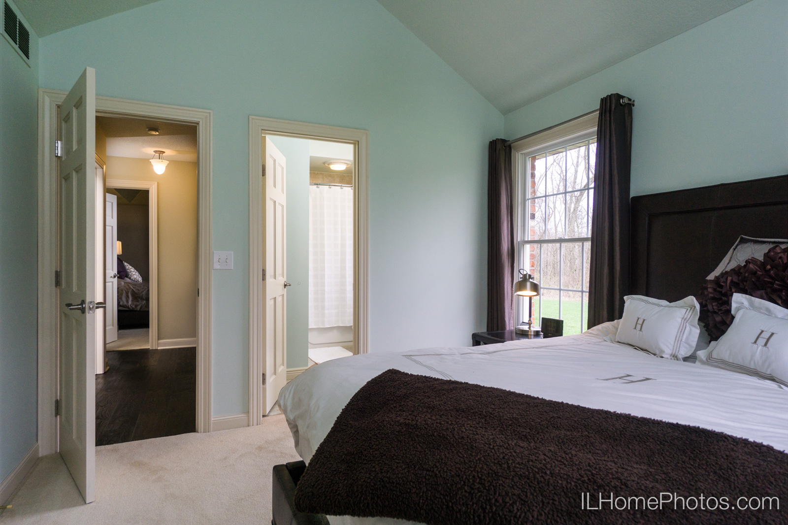 Interior bedroom photograph for real estate :: Illinois Home Photography by Michael Gowin, Lincoln, IL