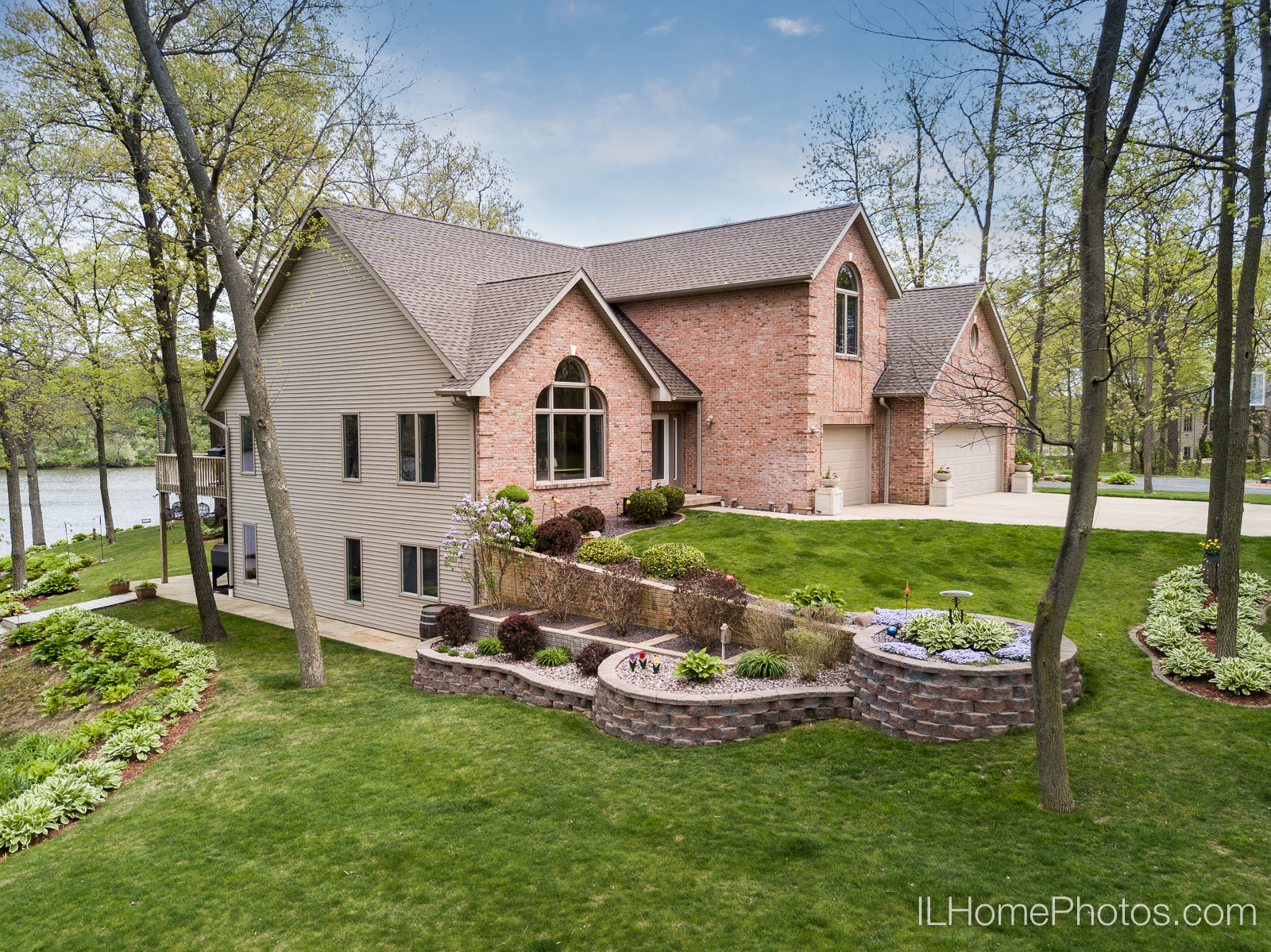 Exterior home drone aerial photograph for real estate in Pekin/Peoria :: Illinois Home Photography by Michael Gowin, Lincoln, IL