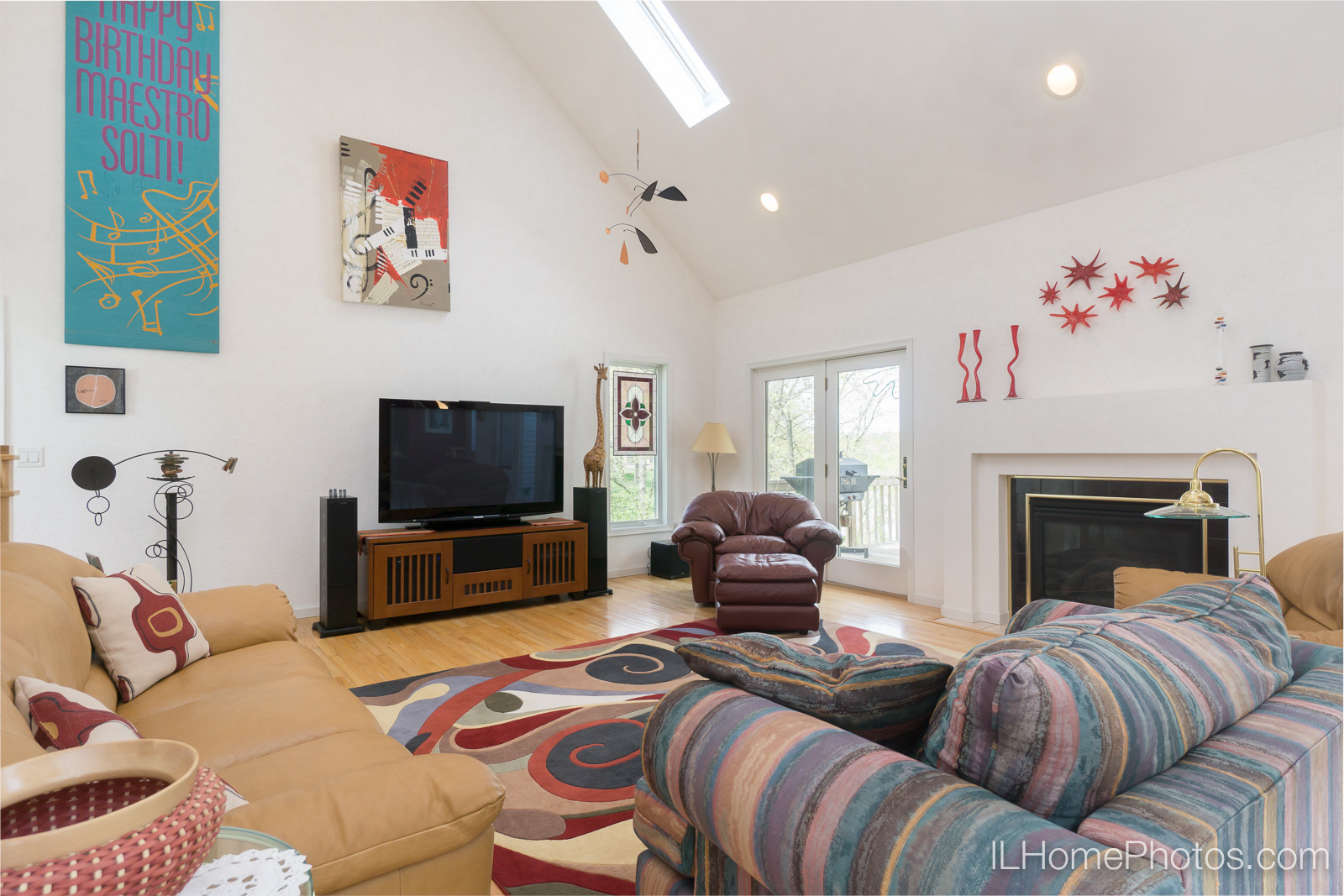 Interior living room photograph for real estate in Pekin/Peoria :: Illinois Home Photography by Michael Gowin, Lincoln, IL