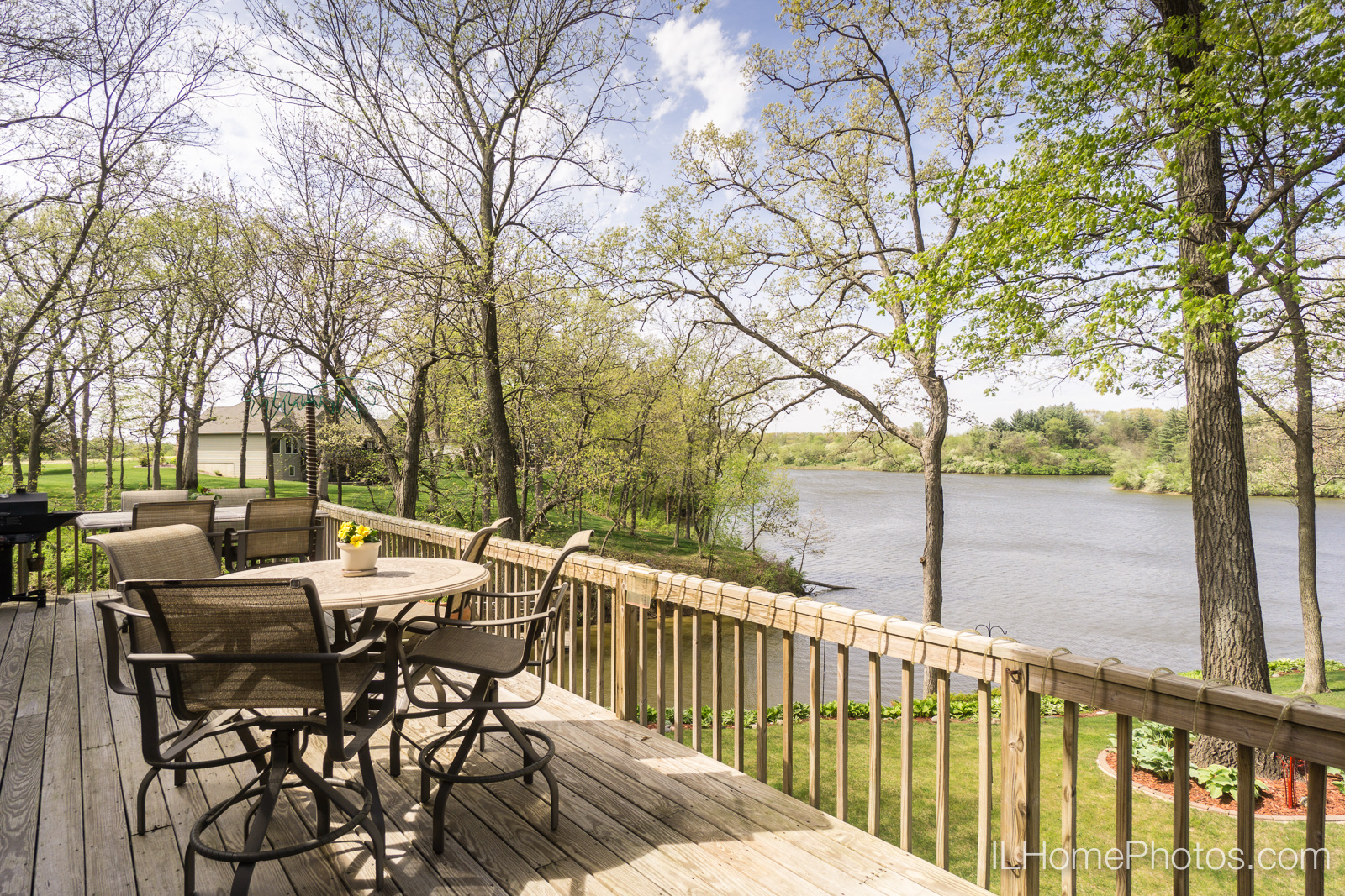 Exterior deck photograph for real estate in Pekin/Peoria :: Illinois Home Photography by Michael Gowin, Lincoln, IL