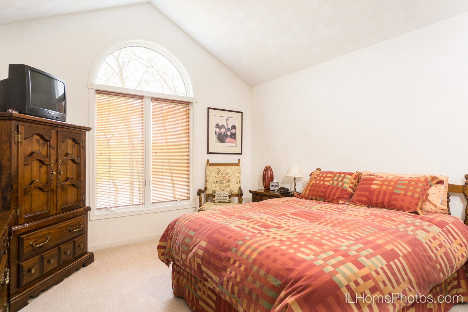 Interior bedroom photograph for real estate in Pekin/Peoria :: Illinois Home Photography by Michael Gowin, Lincoln, IL