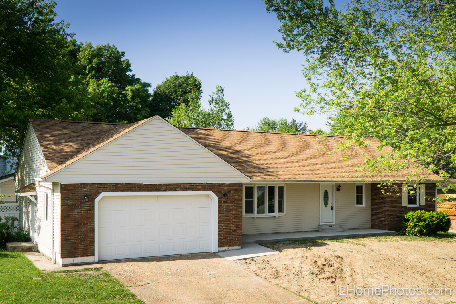 Exterior home photograph for real estate in Springfield :: Illinois Home Photography by Michael Gowin, Lincoln, IL