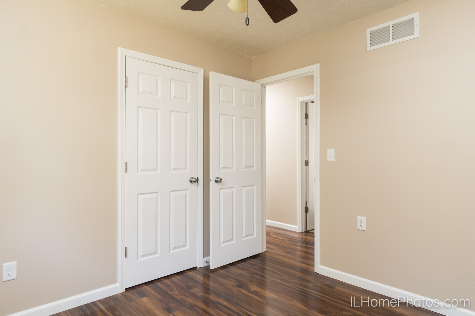 Interior bedroom photograph for real estate in Springfield :: Illinois Home Photography by Michael Gowin, Lincoln, IL