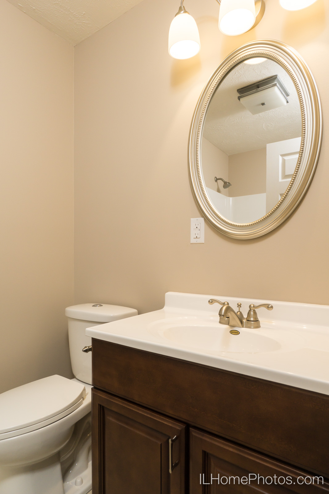 Interior bathroom photograph for real estate in Springfield :: Illinois Home Photography by Michael Gowin, Lincoln, IL