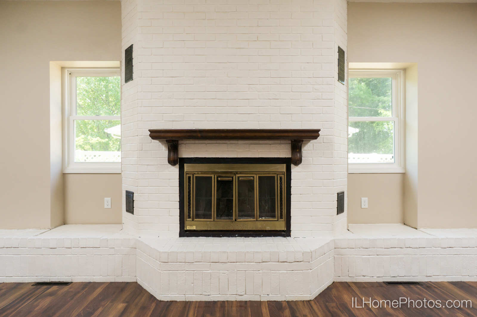 Interior living room photograph for real estate in Springfield :: Illinois Home Photography by Michael Gowin, Lincoln, IL
