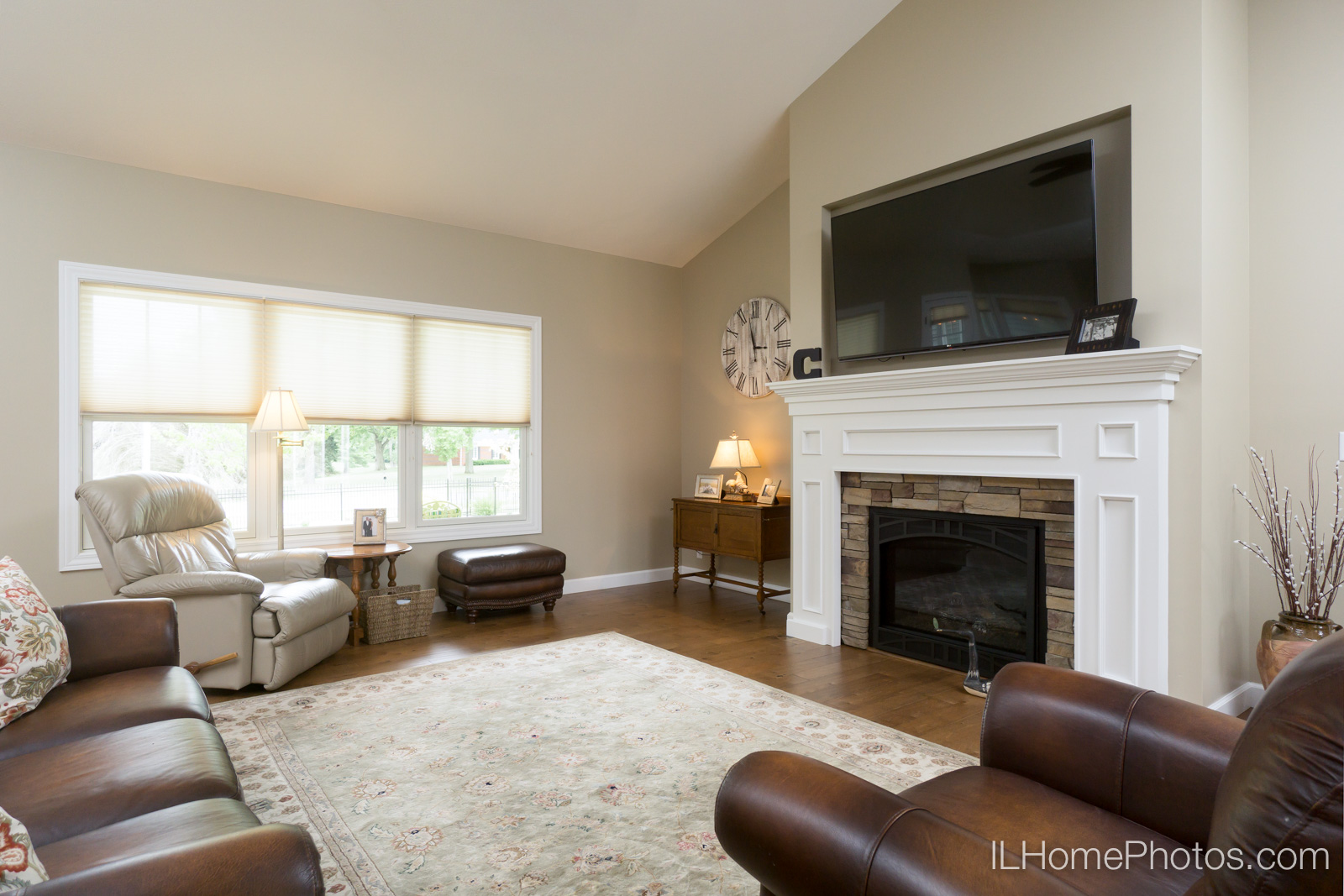 Interior living room photograph for real estate in Springfield, IL :: Illinois Home Photography by Michael Gowin, Lincoln, IL